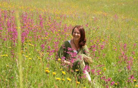 irje karjus lilledes Herbaatikapäeval uuritakse taimemaagiat