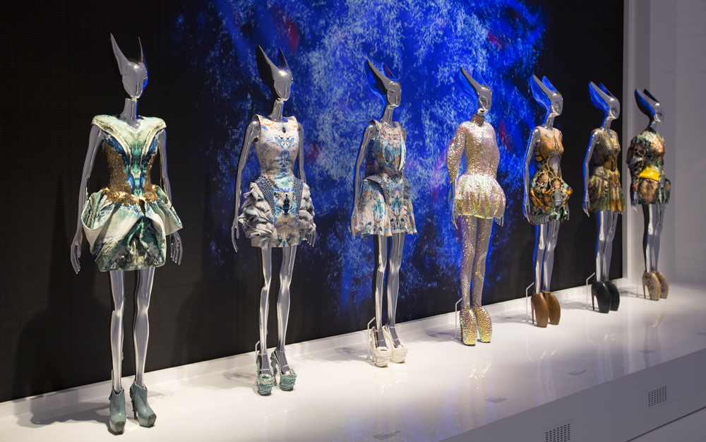 10. Installation view of  Platos Atlantis gallery Alexander McQueen Savage Beauty at the VA c Victoria and Albert Museum LondonS1 Alexander McQueen ‒ täht moetaevas