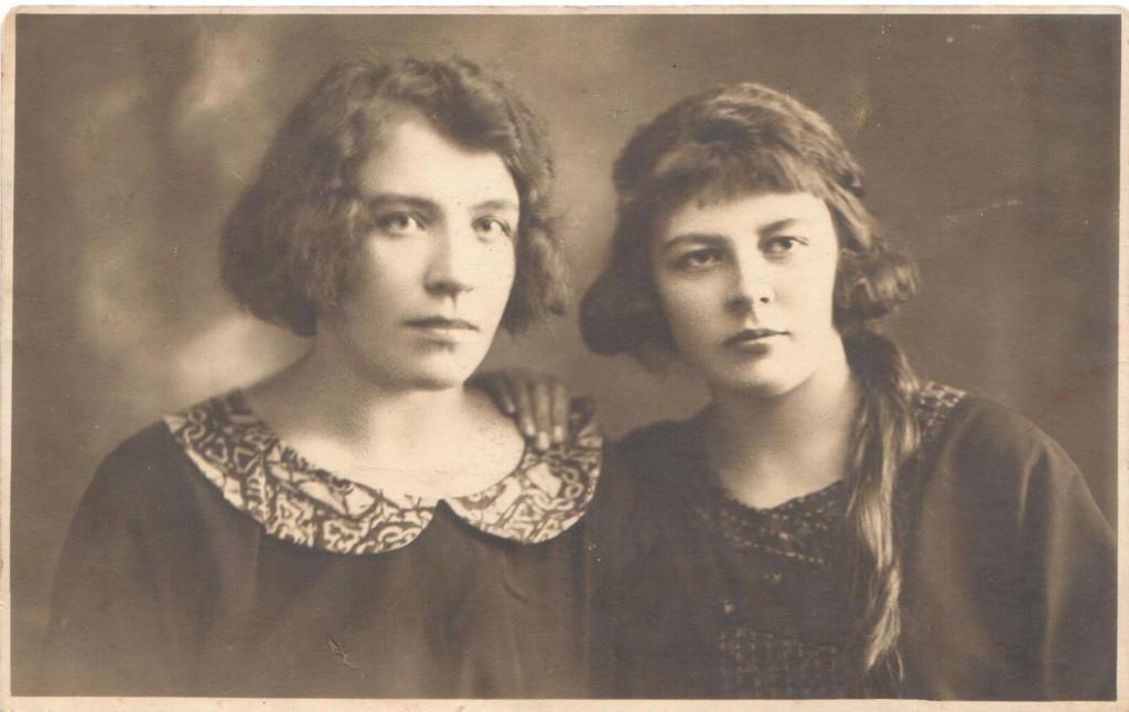 Ella ja Aliide 1926 1024x646 Käsitöö jutustab lugu