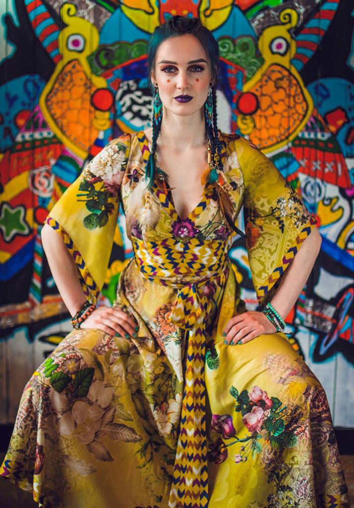 istuvnaine 715x1024 Kleidid kui mõttemaailm
