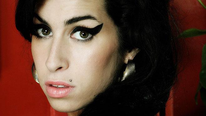 amy winehouse Kummardus Amy Winehouse`ile