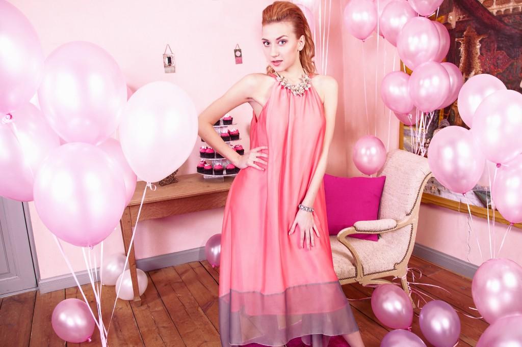 Õunakujulist kehakuju aitab tasakaalustada vabalt langev ampiirlõige 1024x682 Kuidas valida õige kleit vastavalt oma kehatüübile?