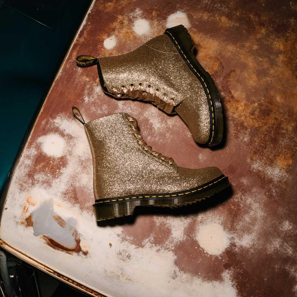 GLITTER GOLD SQUARE Legendaarne jalatsimärk Dr. Martens jõudis Kaubamajja