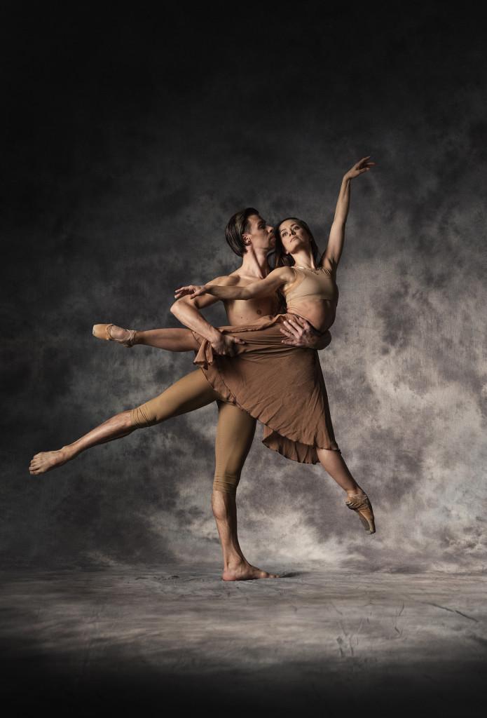 LUMMUS kol Ballett foto Albert Kerstna 695x1024 Hõbedasse valatud ballett
