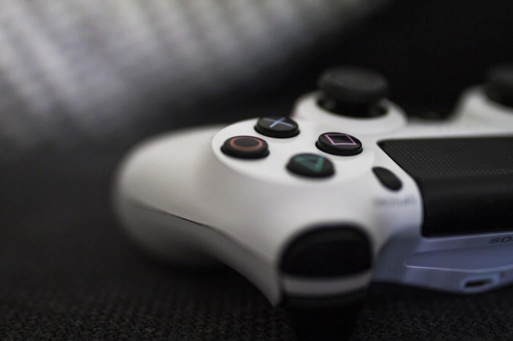 photo valge 1024x682 Kas naised mängivad online mänge?