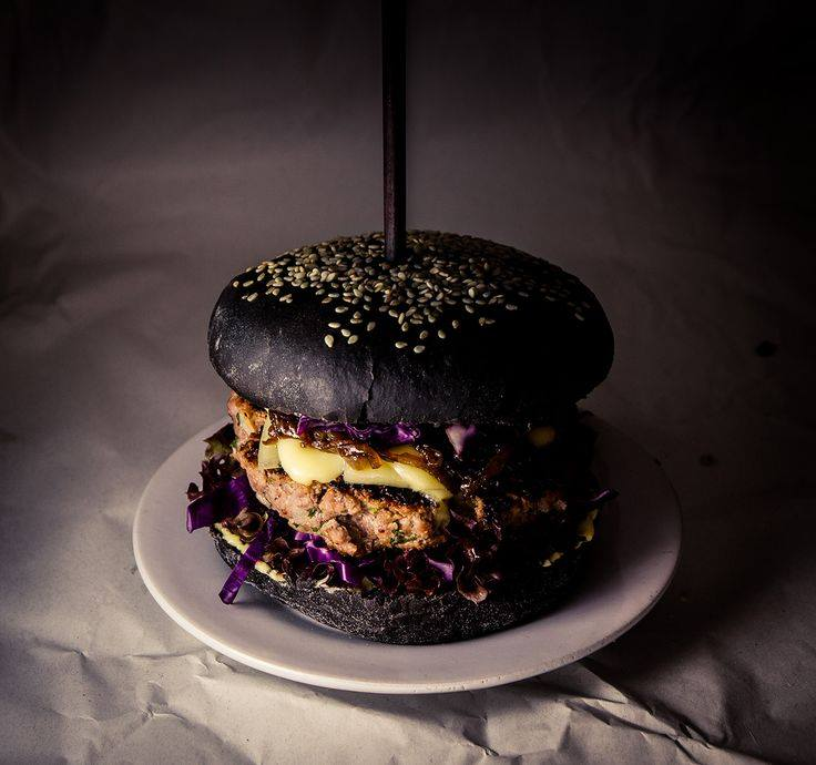 Must burger Tallinnas toimub mustale toidule pühendatud festival