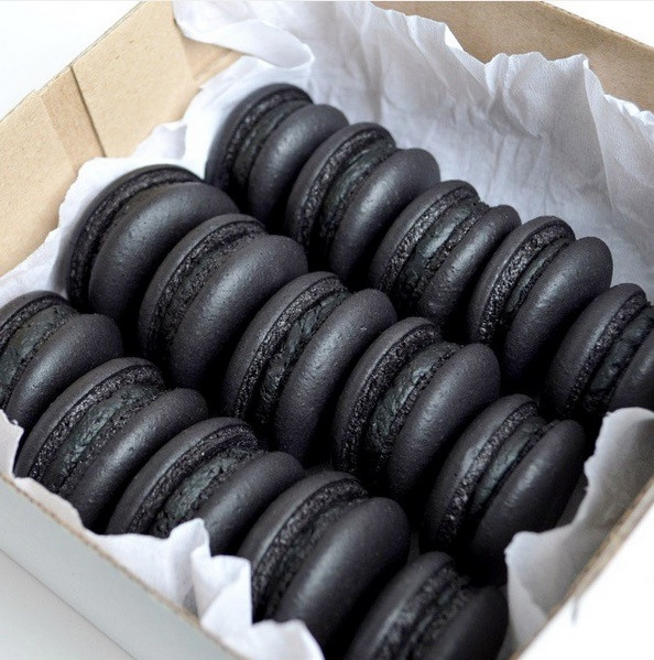 Mustad makroonid Tallinnas toimub mustale toidule pühendatud festival