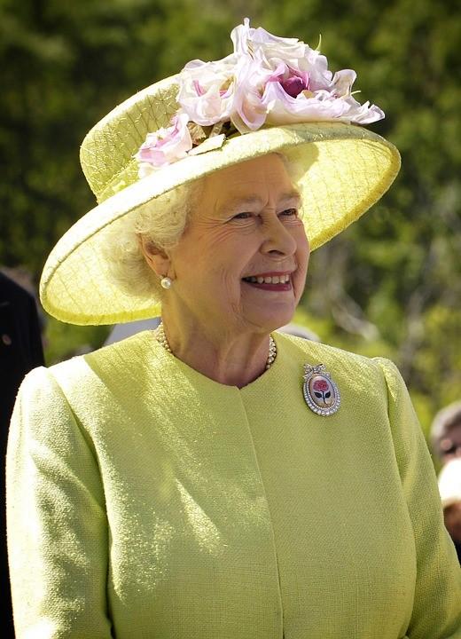 kuninganna Karusnahk ei kuulu enam kuninganna garderoobi