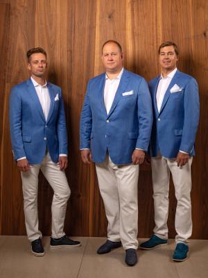 AMANJEDA-by-Katrin-Kuldma-särgid-ülikonnad-EXPO-Dubai-Andres-Kask-Daniel-Schaer-Madis-Kass.jpg